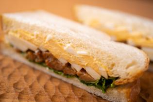 照り焼きチキンと玉子のサンドイッチ
